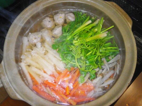 鰯とセリの根菜つみれ鍋